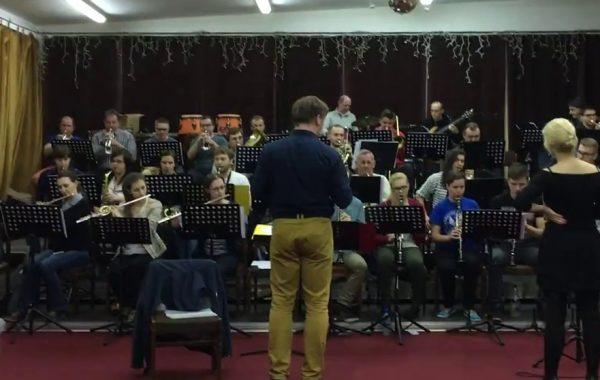 Próba orkiestry w przybudówce akademika Adara (maj 2016 r.)