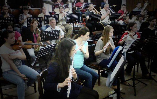 Próba orkiestry w przybudówce akademika Feniks (maj 2014 r.)
