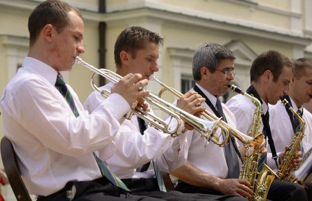 Trębacze i saksofoniści na pierwszym koncercie Orkiestry – Dni SGGW 2008 (16 maja 2008 r.)