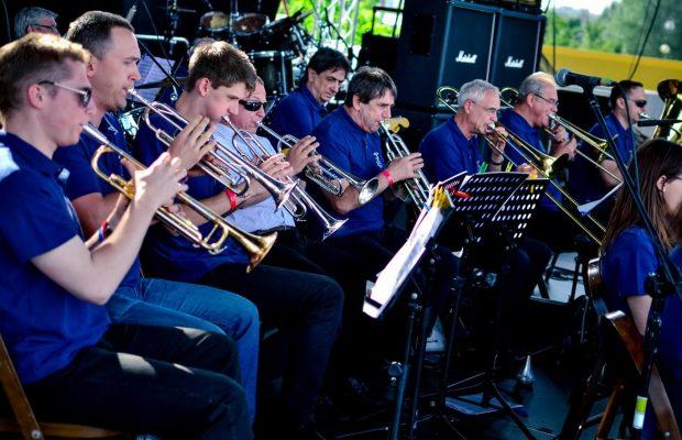 Sekcja blaszana podczas koncertu na Ursynaliach 2014 (31 maja 2014 r.)