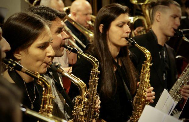 Sekcja saksofonów podczas koncertu w katedrze św. Floriana w Warszawie (23 listopada 2014 r.)