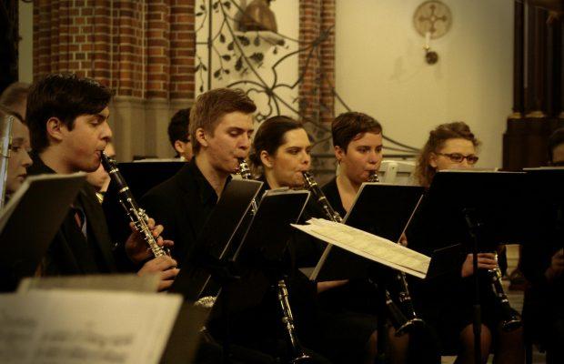 Sekcja klarnetów podczas koncertu w katedrze św. Floriana w Warszawie (23 listopada 2014 r.)