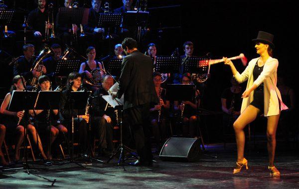 Koncert w Teatrze Roma - występ wraz z tamburmajorką Olgą Oroń (20 maja 2013 r.)