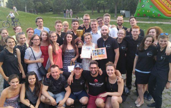 XXI Mazowiecki Przegląd Orkiestr Dętych - wspólne zdjęcie po wręczeniu nagród (10 czerwca 2018 r.)