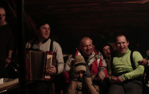Wspólne wieczorne muzykowanie – Wyjazd zimowy, Kiry (luty 2013 r.)